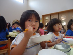 2014_10067月給食お手伝い0064